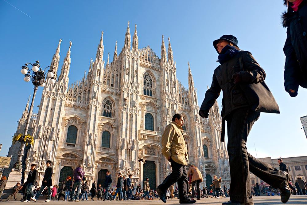 MILAN – DECEMBER 11: Tourists at Piazza Duomo on December 11, 20