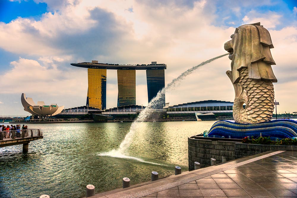 The Merlion  fountain and Marina Bay Sands, Singapore.